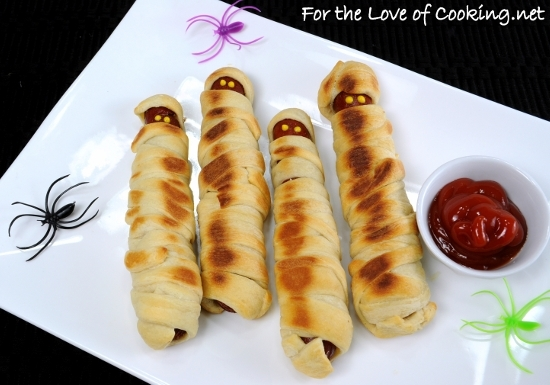 Halloween Fun ~ Hot Dog Mummies